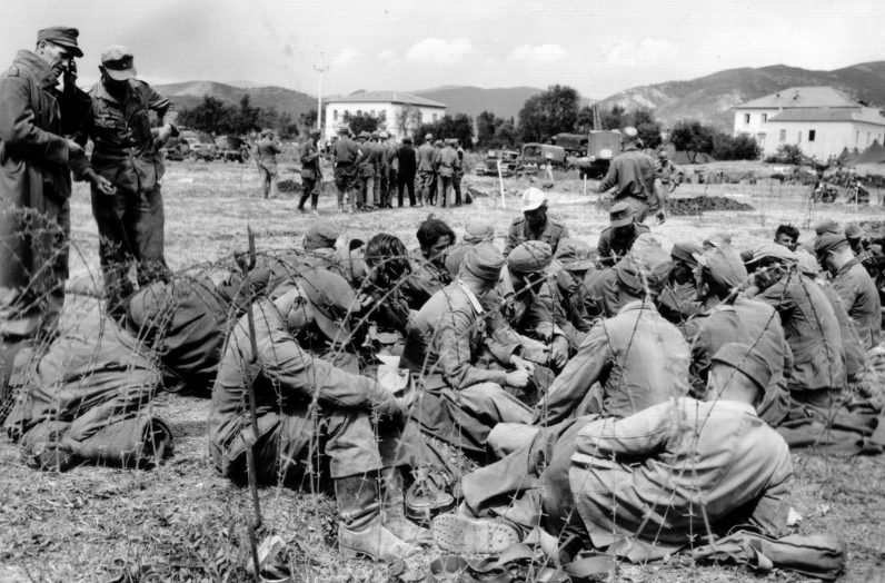 Немецкие и итальянские пленные на французском острове Эльба. Июнь 1944 г.
