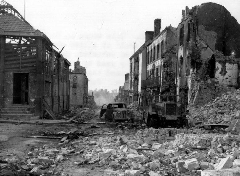 Разбитая немецкая техника в Монтбуре. Июнь 1944 г.