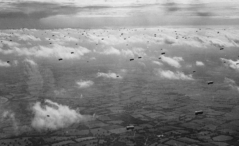 Более 2 тысяч аэростатов заграждения защищали небо над Лондоном.