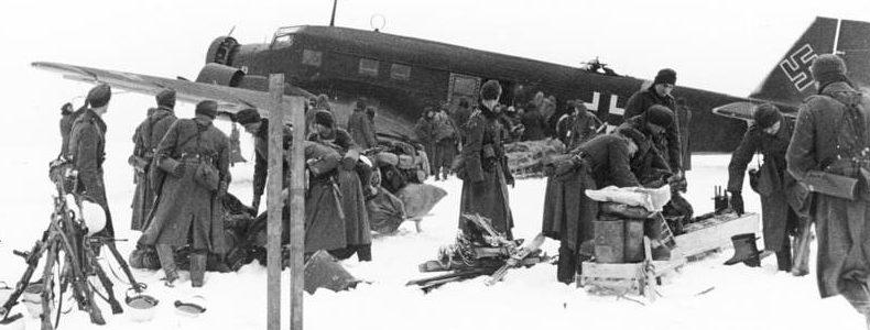 Снабжение немцев по воздуху.