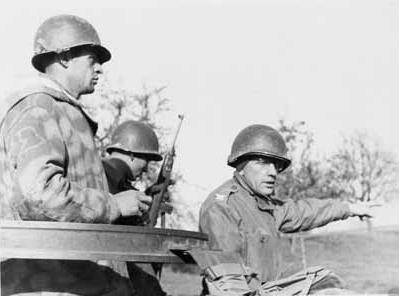 Борис Паш (справа) во время операции «Харборадж» в апреле 1945 года в Хехингене.