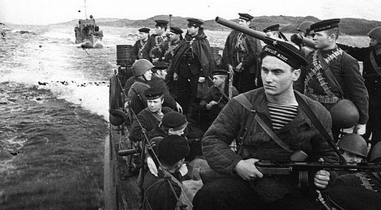 Морские пехотинцы Северного флота на палубе МО-4.
