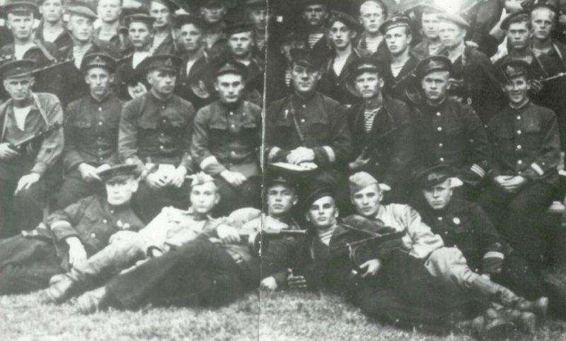 Десантники из 2-й парашютно-десантная роты ВВС Черноморского Флота.