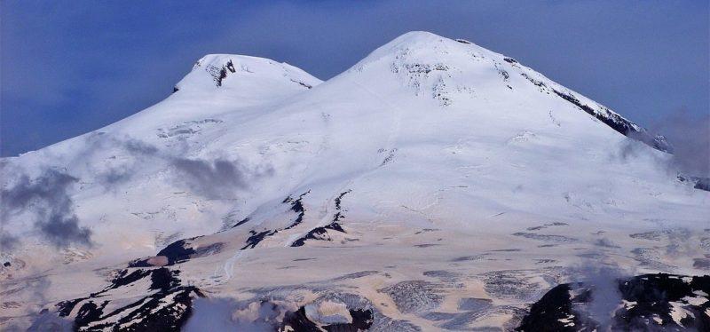 Вид на гору Эльбрус.