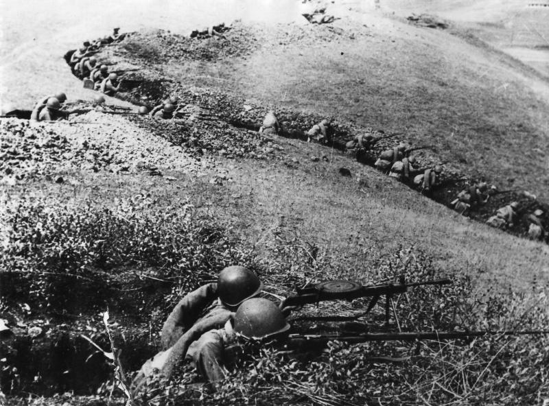 Советские войска в обороне на Кавказе.