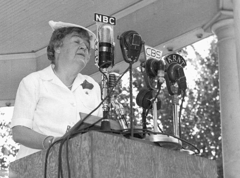 Конгрессмен Эдит Нурс Роджерс, инициатор создания WAAC. Декабрь 1941 г.