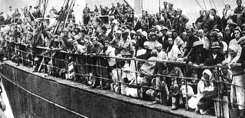 Судно с «армией Андерса» и гражданскими беженцами прибывает в Иран из Советского Союза. 1942 г.