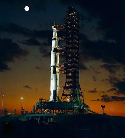 Сверхтяжелая ракета-носитель «Сатурн-V», разработанная немецким ученым Вернером фон Брауном.
