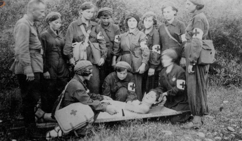 Обучение сандружинниц. 1941 г.