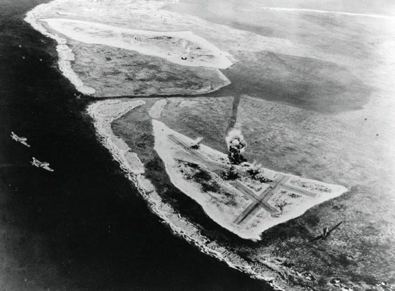 Диорама, изображающая воздушную атаку на Мидуэй утром 4 июня 1942 года.