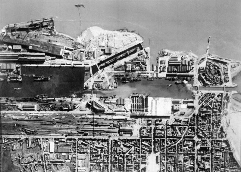 Воздушная разведывательная фотография доков в Сен-Назере, сделанная перед операцией.