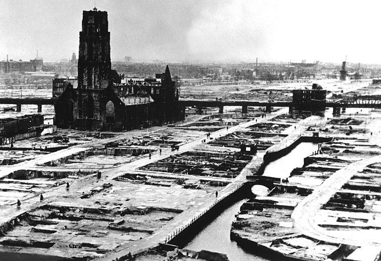 Центр Роттердама после бомбежки.