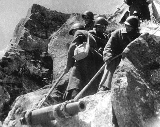 Советские войска в битве за Кавказ.