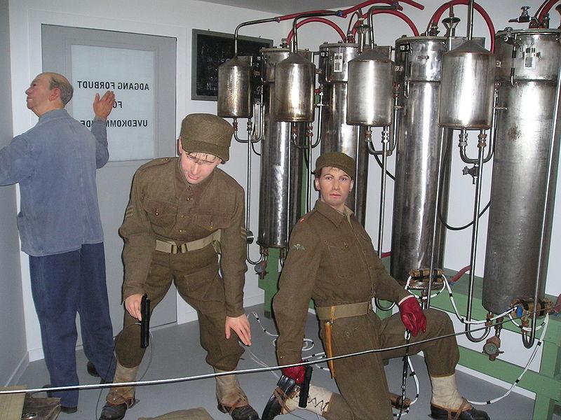 Стенд-реконструкция команды диверсантов, закладывающих взрывчатку на заводе тяжелой воды в Веморке.