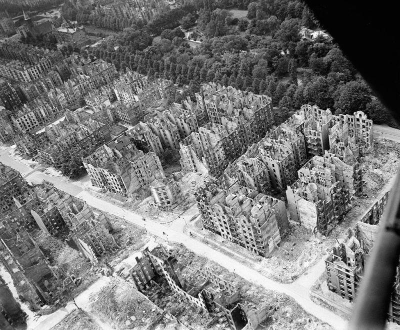 Гамбург после бомбардировки.