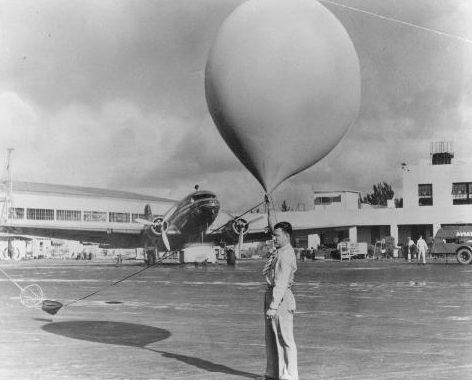 Запуск мирного метеозонда, впоследствии ставшим оружием нападения.