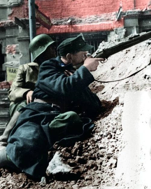 Солдаты батальона «Kiliński» на баррикадах. 20 августа 1944 г.