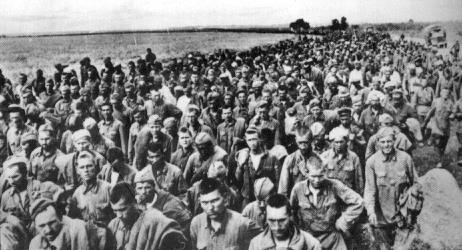 Пленные красноармейцы в районе Харькова. Май 1942 г.