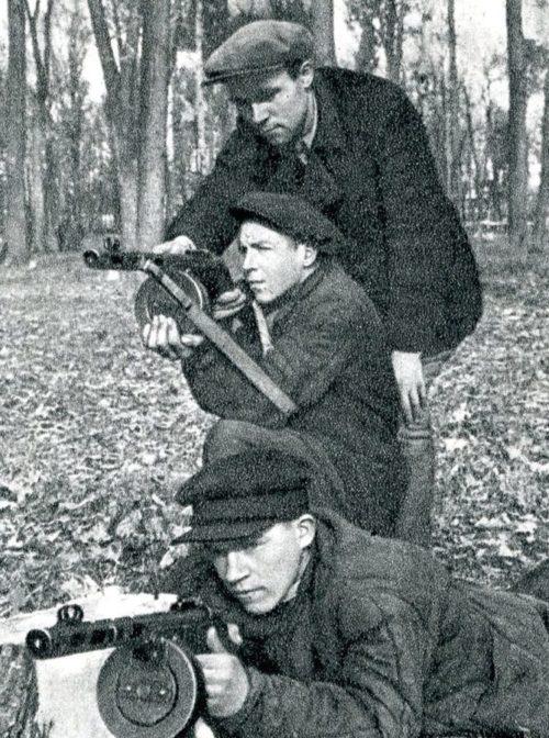 Рабочие на занятиях Всеобуча. Осень 1941 г.