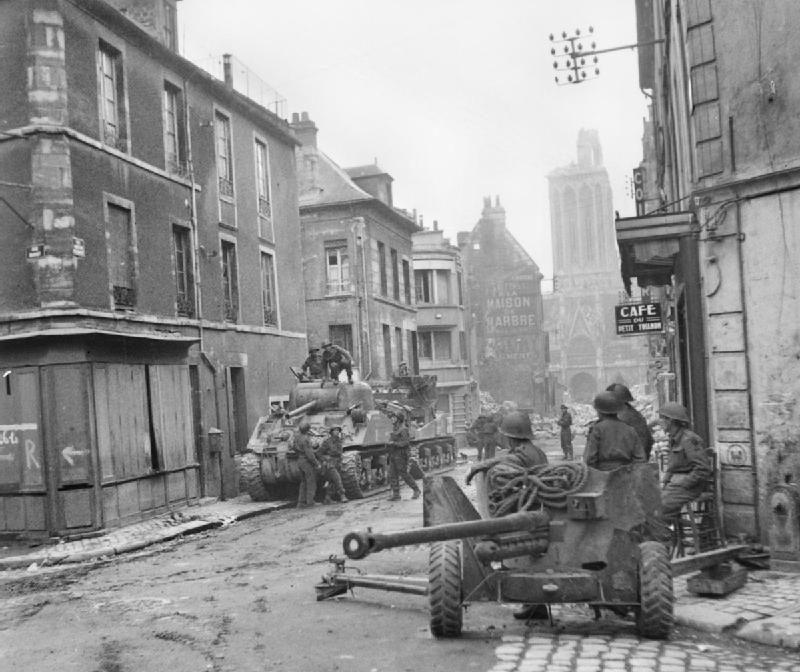 Британцы ведут бой в Кане. 10 июля 1944 г.