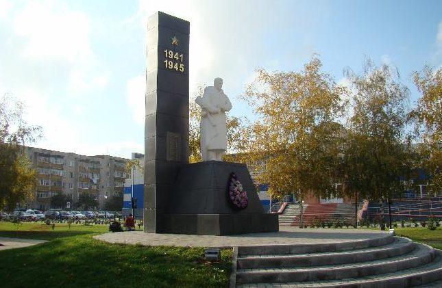 г. Алексеевка. Памятник не вернувшимся с войны рабочим и служащим Эфирокомбината, установленный в 1964 году на пересечение улиц К. Маркса и ул. Фрунзе.
