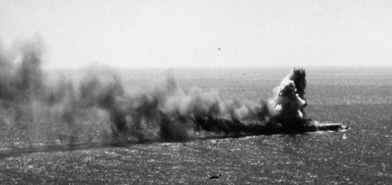 Пожар на японском легком авианосце «Сёхо».