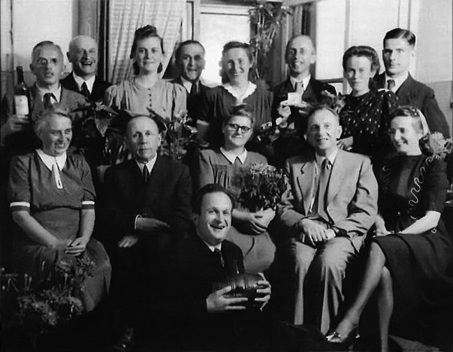 Хуго Шмайссер и немецкие оружейники со своими семьями. Ижевск, 1951 г.