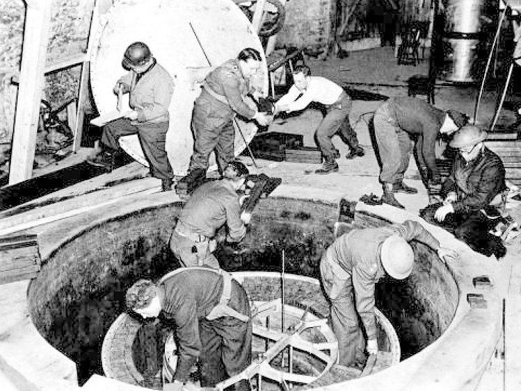 Демонтаж американцами ядерного реактора в Хайгерлохе. Апрель 1945 г.