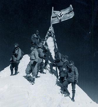 Флаг Третьего рейха на Эльбрусе.