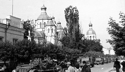 Немецкие войска входят в город. Июнь 1941 г.