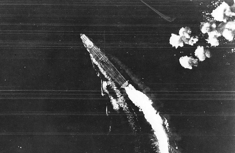 B-17 атакуют «Хирю».