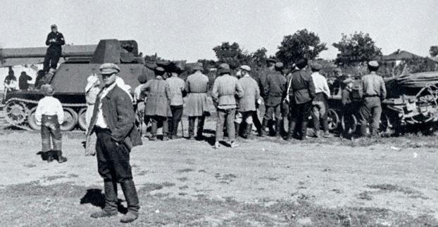 Немецкая САУ в пригороде. Сентябрь 1942 г.