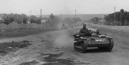 Немецкая техника на улице города. Август 1942 г.