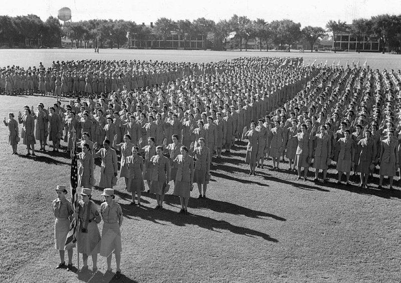 Офицеры WAAC в Первом учебном центре WAАC. Форт-Де-Мойн, штат Айова. Сентябрь 1943 г.