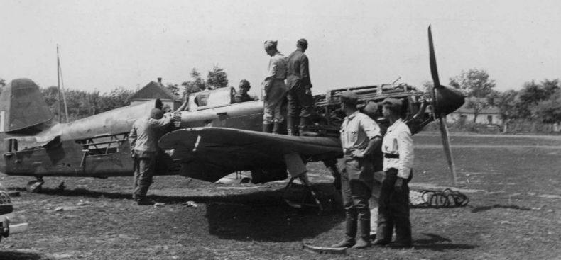 Итальянские солдаты на аэродроме Армавира. Август 1942 г.