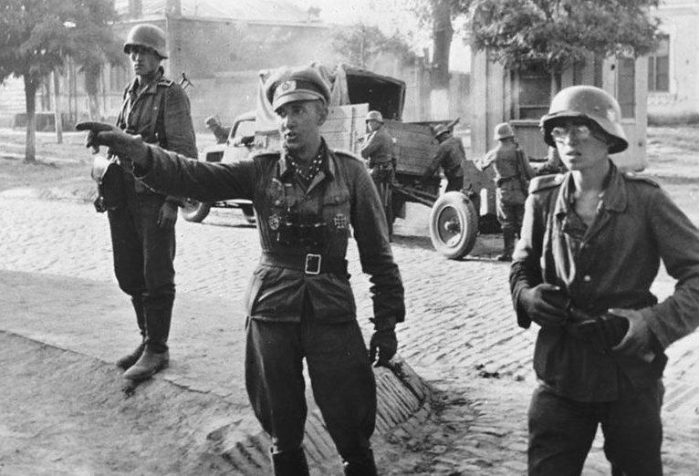 Немецкие войска входят в город. 9 августа 1942 г.