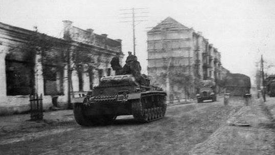Немецкие войска занимают город. 9 сентября 1941 г.