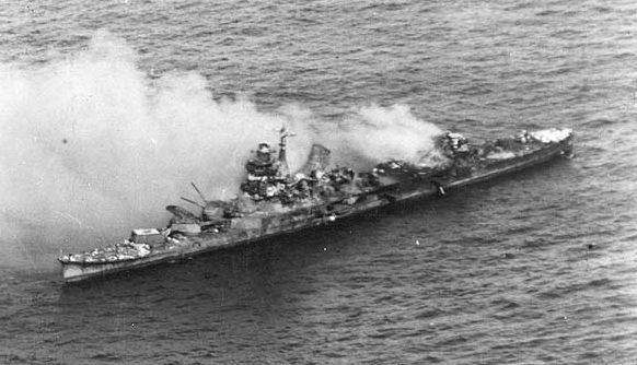 Горящий тяжелый крейсер «Микума».