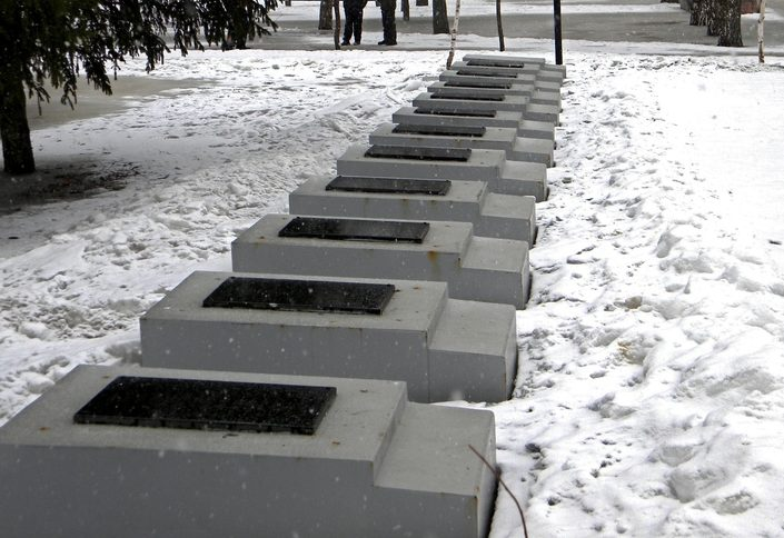 Братские могилы.