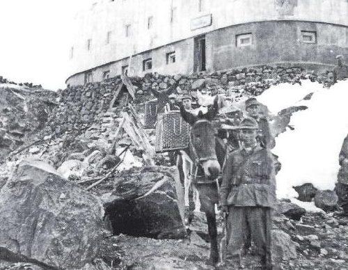 Немецкий гарнизон отеля «Приют 11».