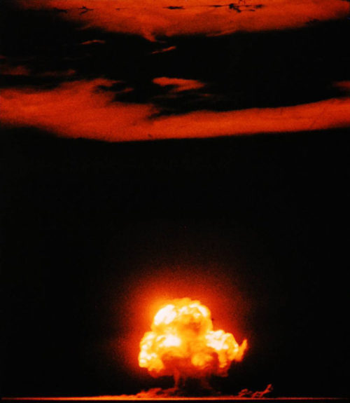 Испытание первой атомной бомбы «Тринити» на полигоне Аламогордо. 16 июля 1945 года.