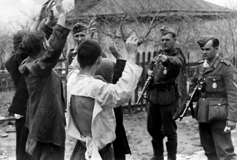 Пленение красноармейцев. 10 августа 1942 г.