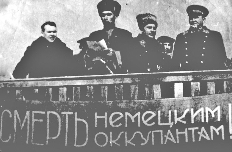 Митинг, посвященный выступлению 115-й Кабардино-Балкарской национальной кавалерийской дивизии на фронт. 1942 г.