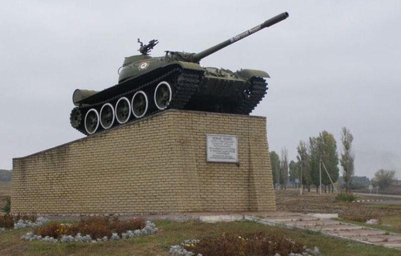 г. Валуйки. Памятный знак танкистам 201-й отдельной танковой бригады, освобождавшим город.