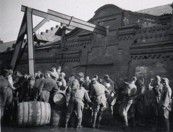 Разграбление пивзавода №1. Август 1942 г.