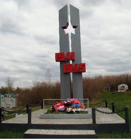 г. Алексеевка. Памятник, установленный в 1969 году на городском кладбище №3 на братской могиле советских воинов, погибших в 1943 г.