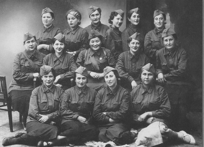 Медперсонал полевого госпиталя. Тирасполь, 1941 г.