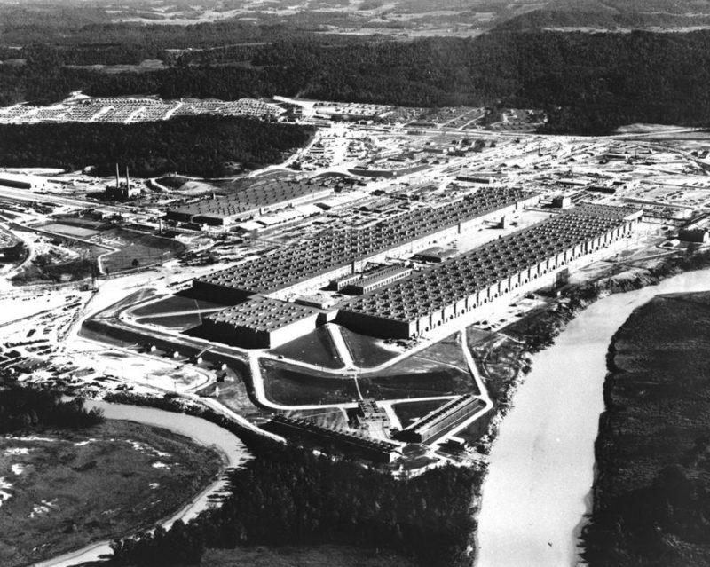 Установка K-25 в Ок-Ридже по обогащению урана, которая потребляла 10% всей вырабатываемой в США электроэнергии.