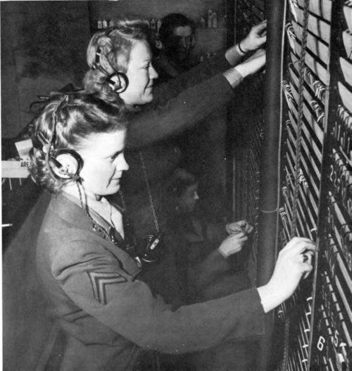 Телефонистки WAАC на станции ВВС. 1943 г.