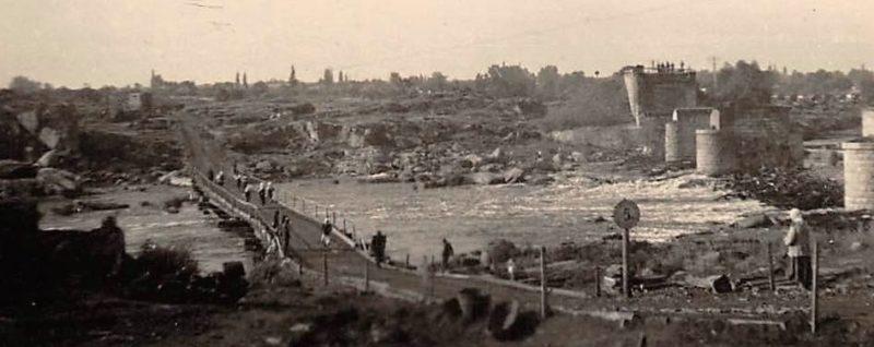 Взорванный и временный мосты. 1941 г.